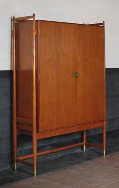 Finn Juhl cabinet, (teak, birch, brass) x x 1960s Furniture, Danish Furniture, Scandinavian Furniture, Mid Century Modern Furniture, Living Furniture, Furniture Styles, Cheap Furniture, Vintage Furniture, Furniture Design