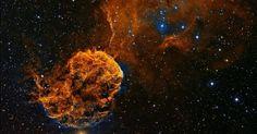 O Museu de Greenwich, em Londres, anunciou as imagens finalistas de sua competição anual 'Insight - Fotógrafo de Astronomia do Ano'.  Os vencedores das nove categorias e dois prêmios especiais serão anunciados no dia 17 de setembro. Esta imagem é da estrela IC443 que está na constelação de Gêmeos. É uma supernova remanescente, uma estrela que pode ter explodido há 30 mil anos, segundo o autor, o fotógrafo Patrick Gilliland