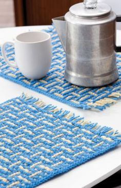 Free crochet pattern for mosaic basket-weave place mat to spice up your kitchen.