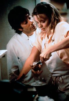 al cuoco in Frankie e Johnny Mermaid Movies, Famous Duos, Frankie And Johnny, Michelle Pfeiffer, Al Pacino, Famous Couples, Most Handsome Men, Best Actor, American Actress