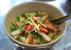 Chả cá chính là đặc sản của thành phố biển Nha Trang, chả cá ở đây vừa dai, vừa mềm lại vừa có vị ngon ngọt rất tự nhiên được làm từ những con cá tươi ngon