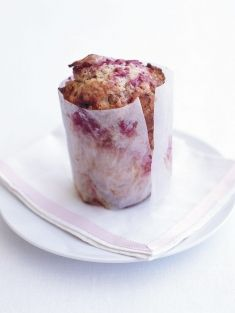 raspberry and white chocolate muffins brunch dessert Mug Cakes, Cupcake Cakes, Raspberry And White Chocolate Muffins, Raspberry Muffins, Choc Muffins, Donna Hay Recipes, Muffin Recipes, Cookies, No Bake Cake