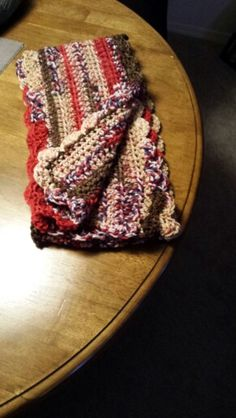 Multi scarf with shell edge.