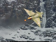 Fighter Aircraft, Fighter Jets, Swiss Air, Flying Wing, Old Planes, Aircraft Pictures, Great Shots, Military Aircraft, Switzerland