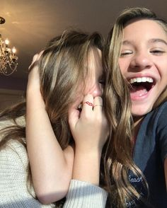 Kenzie, Maddie Ziegler & Co.You Will Be Missed Dance Moms Maddie E Mackenzie, Mackenzie Ziegler Instagram, Mackenzie Ziegler 2017, Bff Poses, Photo Social Media, Sisters Goals, Sister Pictures, Dance Moms Girls, Best Friend Pictures