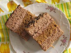kruche babeczki: Ciasto kakaowo - orzechowe z pyszną masą :)