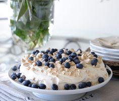 Skjermbilde-2015-09-28-kl.-20.32.23 Pudding Desserts, Cookie Desserts, Moist White Cake, Norwegian Food, Norwegian Recipes, Blueberry Farm, Marzipan, Let Them Eat Cake, Cake Recipes