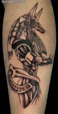 Tatuaje de Anubis hecho por Lyall, de Jalisco (México). Si quieres ponerte en contacto con ella para un tatuaje visita su perfil: http://www.zonatattoos.com/lyall #tatuajes #tattoos #ink
