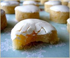 Calissons ronds- a fruity-marzipany French candy w/ icing
