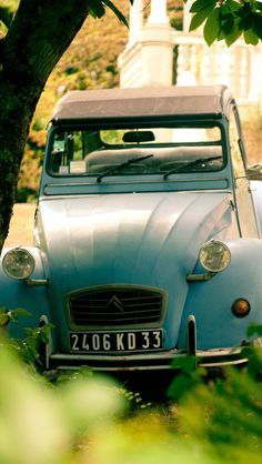 Citroen 2CV Arcachon, France, use ours (paint it) or Evelyne's (blue); just put as decoration with balloons in driveway.