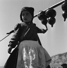 Arquivo Municipal de Lisboa - Exposições Virtuais Portuguese, Traditional Outfits, Cute Kids, Terra, People, Folk Costume, Costumes, Country, Old Pictures