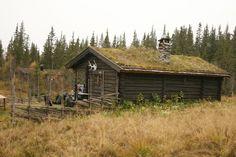Øvre Fjellstul Home Fashion, Cabin, House Styles, Home Decor, Decoration Home, Cabins, Cottage, Interior Design, Home Interior Design