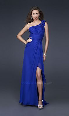 When I see dresses like this I feel sad that I am too old for high school proms :( Maybe once I will have the chance to wear something like this again...