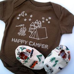 Happy Camper Organic Gift Set for Baby- Children Clothing - Brown Bodysuit Size months short sleeves and matching Organic Camping Shoes Baby Boys, Boy Babies, Babies Clothes, Baby Boy Outfits, Kids Outfits, Brown Bodysuit, Camping With A Baby, Hippie Baby, Body Suit With Shorts