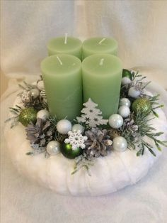 Simple And Popular Christmas Decorations; Christmas Candl… Simple And Popular Christmas Decorations; Christmas Colors, Simple Christmas, Christmas Wreaths, Christmas Crafts, Christmas Ornaments, Minimal Christmas, Natural Christmas, Christmas Christmas, Christmas Candle Decorations