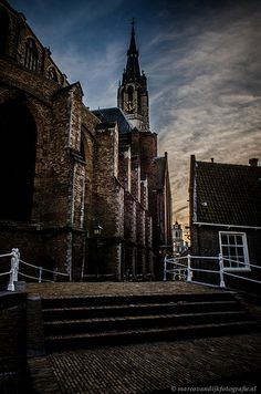Nieuwe Kerk, Delft. Located at Markt, this church was built in 1496. The royal burial chamber is in this church but is not accessible. Prince William of Orange was the first to be buried here, after being shot in 1584. €3 It is possible to climb the 108,75 m tower to get a impressive view of Delft and surroundings. It's the second highest church tower, after the Dom church of Utrecht. You can see both Rotterdam and The Hague.