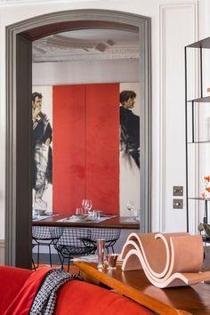 В Париже почти каждая квартира — это про искусство, творчество, историю, но нередко также и про яркие краски. Всё это есть в замечательных апартаментах рядом со знаменитой Оперой Гарнье — в основу их обновлённых интерьеров легла роскошная художественная лепнина на потолках и великолепные классические дверные рами. Наполняя пространства мебелью, дизайнер решил действовать смело — мягкая... French Interior, Interior Design, Bertoia, Classic Doors, Charming House, Provence Style, Parisian Apartment, Marble Fireplaces, Soothing Colors
