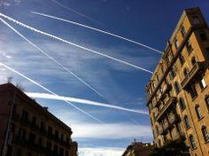 El cel de Barcelona vist des del Centre Cultural d'El Born el divendres 3 de gener del 2013 (foto de Josep Maria Serra).