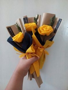 Man Bouquet, Felt Flower Bouquet, Boquet, Felt Roses, Felt Flowers, Paper Flowers Diy, Flower Crafts, Flower Box Gift, How To Wrap Flowers