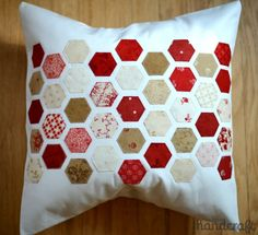 Easy Hexagons Tutorial - machine stitched | www.modernhandcraft.com