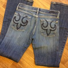 "Deluxe Jeans...pockets look like ReRock Express PRELOVED Cute jeans.....like new condition.  Inseam 30"" and across hem 9"" Deluxe Jeans"