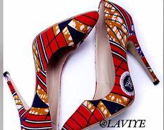 Chaussures africaines, africaines impression chaussures, chaussures dankara, chaussures de haut talon, Wax Print Shoes, Blue Shoes de tissu imprimés africains, Ankara imprimer chaussures, tissu chaussures - pompes impression africaine de chaussures de mariage - High Heels, Keira chaussures, chaussures de Amelia par Laviye-  ---- ÉDITION LIMITÉE KEIRA CHAUSSURES ----  Si vous êtes dehors sur une date, lors dune soirée avec les filles ou la course vers la fin dune réunion au travail, pompes…