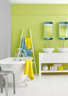 Get the perfect selfie with our 'Feeling Fresh' Bathroom colour, a beautiful green in mid-sheen emulsion. Perfect for brightening up any bathroom.