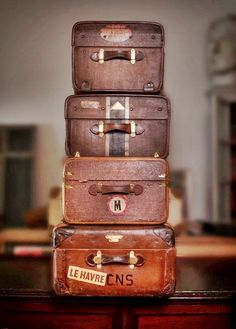 Great old luggage. Vintage Suitcases, Vintage Luggage, Vintage Travel, Old Trunks, Vintage Trunks, Antique Trunks, Pack Your Bags, My Bags, Old Luggage