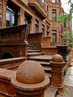 NYC Brownstones, New York, USA  (by Alberto Reyes)