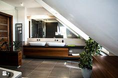 Dom jednorodzinny w Szreniawie - Średnia łazienka na poddaszu w domu jednorodzinnym z oknem, styl nowoczesny - zdjęcie od Artes Design