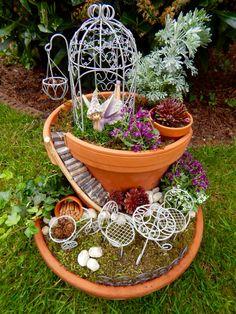 selbst gebauter und bepflanzter Feengarten