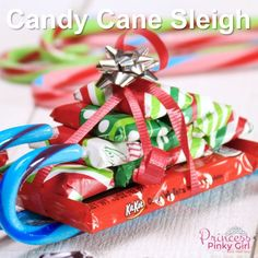 How to Make Candy Cane Sleighs with Candy Bars for Christmas! These make the bes... - #Bars #BEŞ #Candy #cane #Christmas #Sleighs