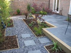 See the best ideas for outdoor landscape gravel garden decoration ideas at The Architecture Designs. Here presents the most attractive ideas for gravel garden, Must visit and take some ideas to landscape gravel garden decoration. Slate Garden, Garden Paving, Garden Paths, Gravel Landscaping, Front Yard Landscaping, Gravel Path, Small Gardens, Outdoor Gardens, Blue Slate Chippings