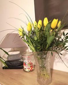 Un cadeau fait main pour la fête des mamies - M comme blog parental Grands Pots, Comme, Glass Vase, Parental, Table Decorations, Home Decor, Colored Paper, Sensory Bottles, Transparent Bag