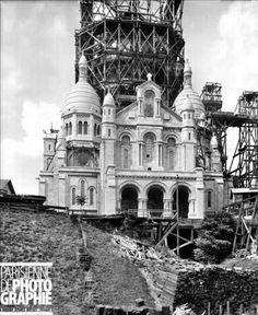1919 - La construction du Sacré Coeur -  Paris XVIIIème arr.. La basilique du Sacré-Coeur pendant la construction du campanile, vers 1908. LL-6301 © LL / Roger-Viollet