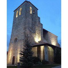 Muy cerca de #Pamplona nos encontramos pequeñas joyas como esta... Iglesia de San Adrián, Esquíroz (#Navarra) (Foto jlori - #Instagram)