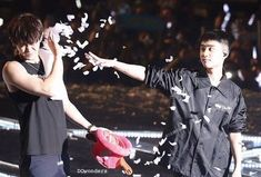 EXO'luXion 151212 : D. throwing confetti at Chanyeol Exo Couple, Exo Luxion, Chansoo, Exo Korean, Exo Memes, Park Chanyeol, Kyungsoo, Boy Groups, Entertainment