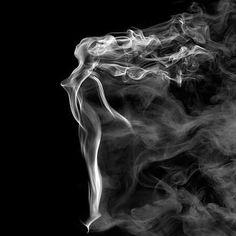 煙を使って描かれたアート「Mind Blowing Smoke Art」