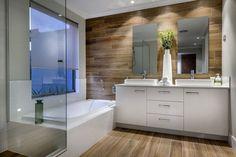 минималистская ванная комната с деревянной стеной