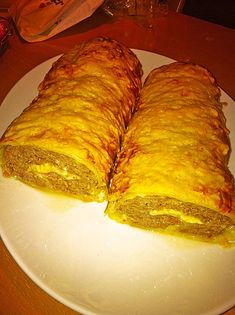 Puff pastry roll with minced meat - cheese - filling from .- Puff pastry roll with minced meat and cheese filling - Puff Pastry Recipes, Meat And Cheese, Party Snacks, Food Lists, How To Cook Pasta, Meat Recipes, Bratwurst Recipes, Cooking Time, Food Network Recipes