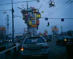 Alain Bublex, Plug-in City (2000) – Moscou bleue, 2009. Épreuve chromogène laminée diasec sur aluminium, 172 x 212 cm © Alain Bublex, courtesy Galerie Georges-Philippe & Nathalie Vallois