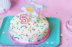 Der tolle Einhorn-Geburtstagskuchen ist schnell gemacht , schmeckt fantastisch und sieht super aus - perfekt für den Kindergeburtstag für Mädchen- hier das Rezept - FAMILICIOUS.de Enjoy the cute unicorn no bake birthday cake!