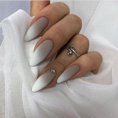 False nails have the advantage of offering a manicure worthy of the most advanced backstage and to hold longer than a simple nail polish. The problem is how to remove them without damaging your nails. White Nail Designs, Acrylic Nail Designs, Nail Art Designs, Long White Nails, White Acrylic Nails, White Almond Nails, Acrylic Art, Perfect Nails, Gorgeous Nails