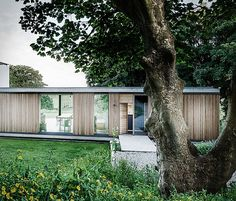 Opt-in to single storey living with advice from self build expert Michael Holmes on bungalow design. Choose from traditional or contemporary bungalow styles Architecture Design, Roof Structure, Storey Homes, Glass House, Modern House Design, Building A House, House Plans, Dorset England, Dorset House