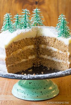Easy Cinnamon Dolce Latte Cake with Mascarpone Frosting. This amazingly moist holiday cake will be the thrill of your gathering this year! Holiday Cakes, Christmas Desserts, Easy Delicious Recipes, Sweet Recipes, Layer Cake Recipes, Dessert Recipes, Cinnamon Dolce Latte, Cakes Plus, Xmas Food