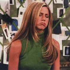 "Jennifer Aniston🌷 ""When you wake up thinking it's Friday but realize it's only Thursday. Stay strong out there, y'all. Serie Friends, Friends Cast, Friends Moments, Friends Tv Show, Estilo Rachel Green, Rachel Green Outfits, Rachel Green Hair, Jennifer Aniston 90s, Jeniffer Aniston"