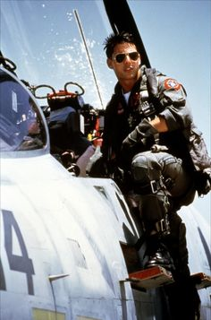 Top Gun Maverick (Tom Cruise) and sidekick Goose (Anthony Edwards) barely took those aviator sunglasses off during fighter pilot training for the Navy. Film Top Gun, Top Gun Movie, Movie Tv, F14 Tomcat, Toms, Cinema, Uss Enterprise, Action Movies, Great Movies