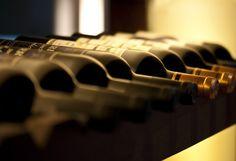 Wine Hemispheres a de quoi séduire les futurs mariés amateurs de vin... Se constituer une cave en vue de sympathiques soirées en amoureux, entre amis ou en famille, tel est le rêve que nous sommes nombreux à formuler à l'occasion de notre mariage. Pour le mettre à exécution, rien de plus facile ! Fiancés, pensez à votre liste de mariage ! Cave personnalisée, cave Just Married ou cave prête à déguster : à vous de choisir ! Pour que vin rime avec plaisir, laissez oeuvrer Wine Hemispheres...