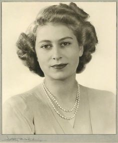 A lovely Queen Elizabeth II. She has retained her natural beauty for 86 years. Hm The Queen, Royal Queen, Her Majesty The Queen, Queen Mary, Young Queen Elizabeth, Elizabeth Of York, Windsor, Isabel Ii, Royal Life