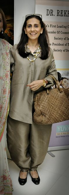 Sunita Kapoor Abaya Fashion, Diva Fashion, Indian Fashion, Sunita Kapoor, Indian Outfits, Indian Clothes, Beautiful Outfits, Beautiful Clothes, Ethnic Looks